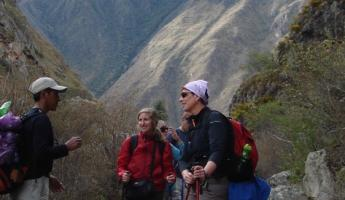 Guide, Vidal, explaining the natural history of the Inca Trail
