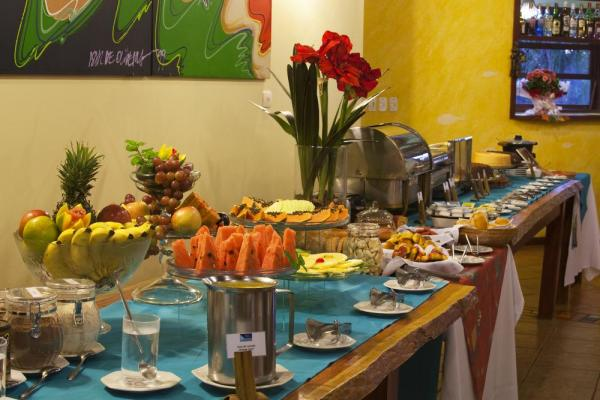Enjoy fine dining at the breakfast buffet at Pousada Aguas de Bonito