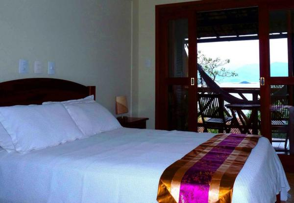 A comfortable suite at Pousada Naturalia