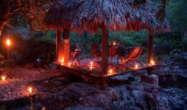 Romantic al fresco dining at Blancaneaux Lodge