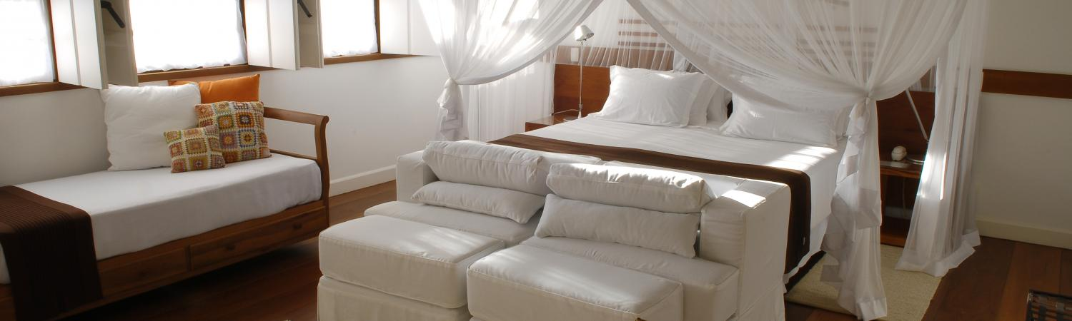 The luxurious master suite at The romantic and spacious luxo suite at Pousada Casa da Turquesa