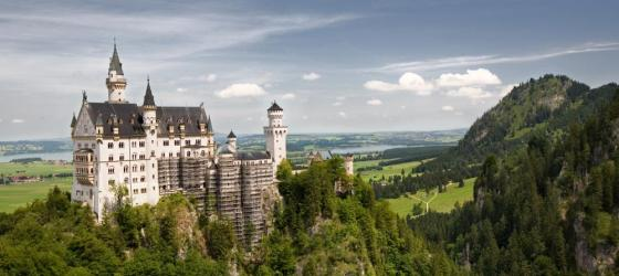 Schloss Neuschwanstein overlooks the green countryside