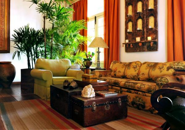 The inviting and comfortable lobby at Pousada Villa Bahia