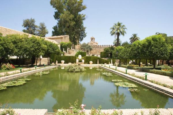 View magnificent Spanish gardens on your cruise