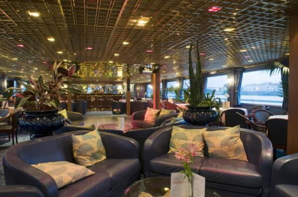 The welcoming and relaxing lounge of the MS Van Gogh