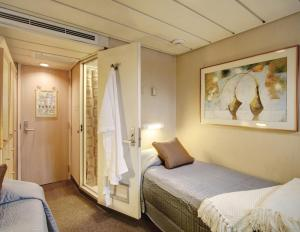 Master Stateroom aboard the Safari Endeavour.