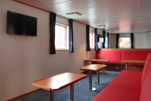 Bar and observation lounge aboard the Ortelius.