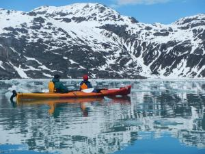 Kayaking in throught the beautiful Alaskan mountains.