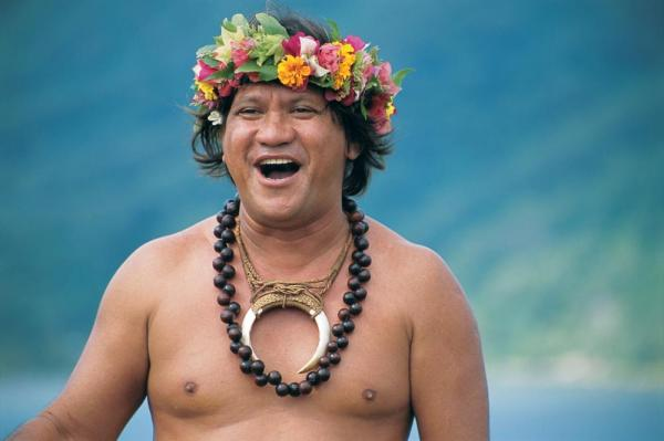Local Tahitian singing.
