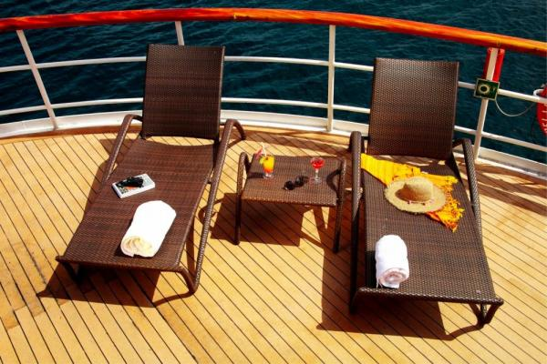Relaxing sun deck of the Isabela II.