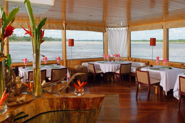 The dining room on the Delfin