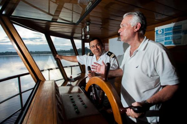 Learn to sail on the bridge of the Delfin