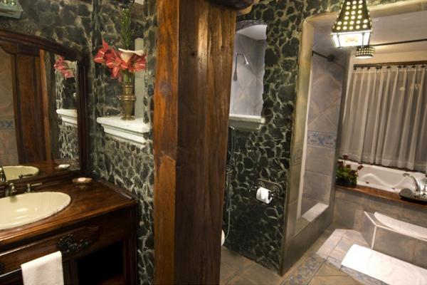 A luxurious private bathroom at Samari Spa Resort