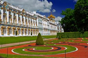 The beautiful gardens of the Yekaterinksy Palace.