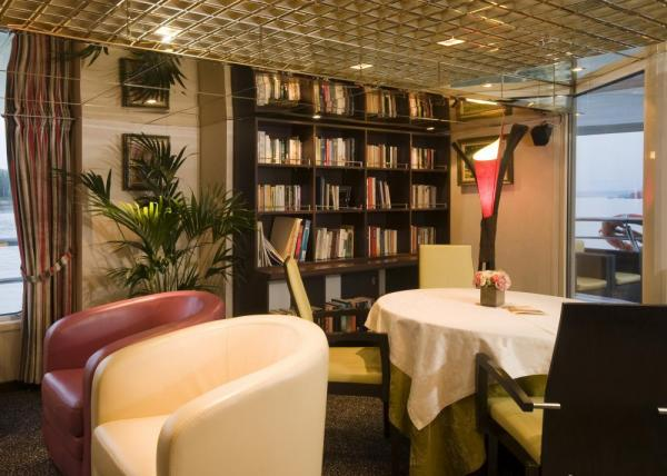 Relax in the library aboard the MS Vivaldi