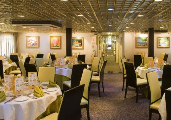 The luxurious dining room on the MS Vivaldi