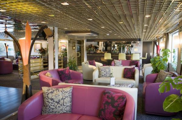 Relax in the MS Vivaldi's spacious lounge