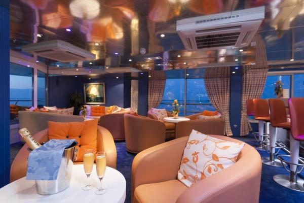 Relax in the lounge of MS Cyrano de Bergerac