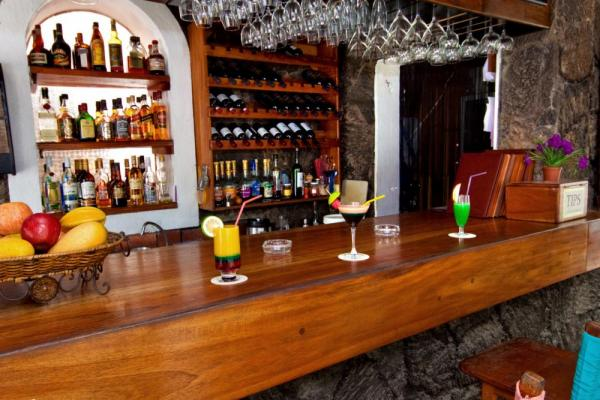 Enjoy fresh fruit cocktails at the Hotel Silberstein bar