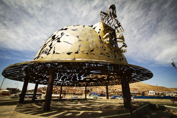 An exquisite miner's helmet sculpture in Oruro gives tribute to the area's rich mining history