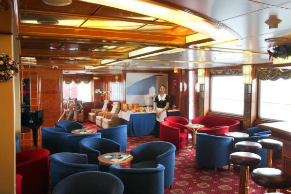 Enjoy a drink in the Sea Explorer's club.