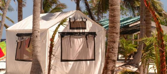 Rustic beach accomodations at the Glover's Reef Field Camp