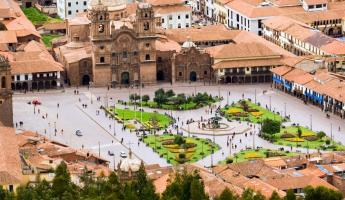 Aerial view of a plaza in Lima.