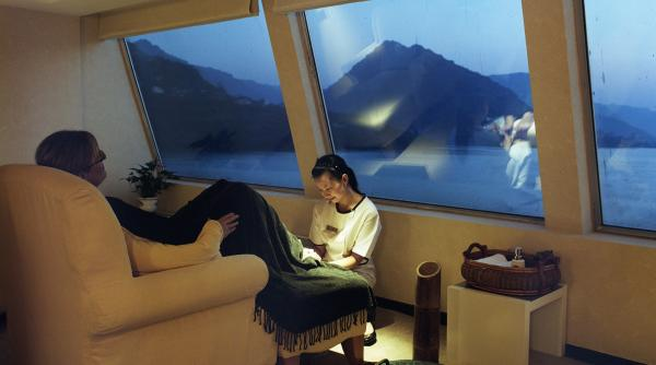 Relax and enjoy the view aboard the Yangzi Explorer.