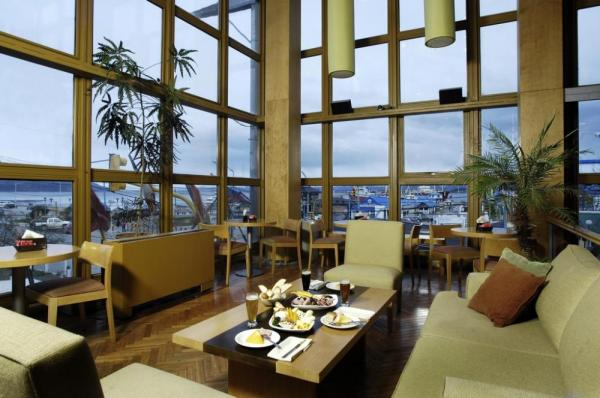 Enjoy a drink and the amazing view in the lounge.