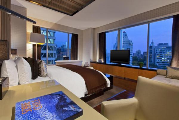 The incredible view and comfort of the Extreme WOW Suite will make your travels even more enjoyable.