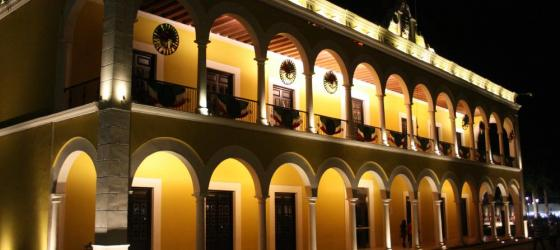 A view of the Hacienda Puerta Campeche at night