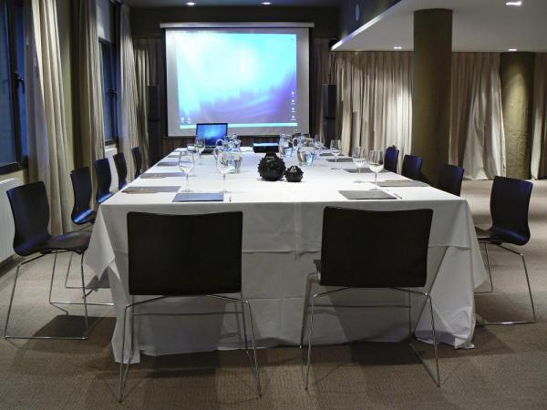 The El Esplendor Boutique Hotel is equipped with a conference area