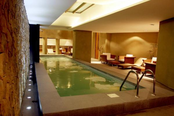 The modern and luxurious pool at the El Esplendor Boutique Hotel