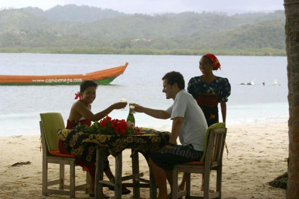 Dine with your sweetheart on the beach