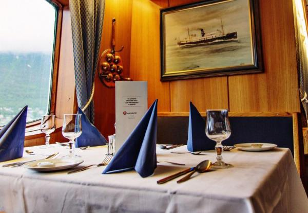 Enjoy fine dining on the MS Lofoten