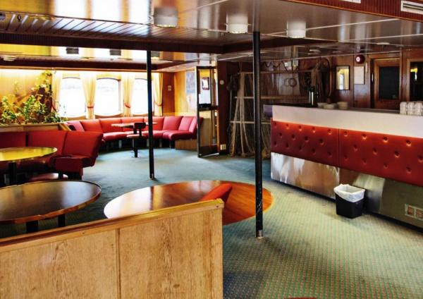 The lounge of the MS Lofoten