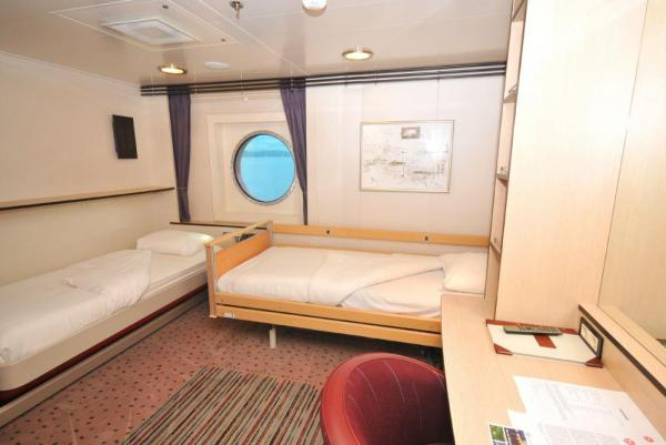 A comfortable twin cabin on the MS Fram