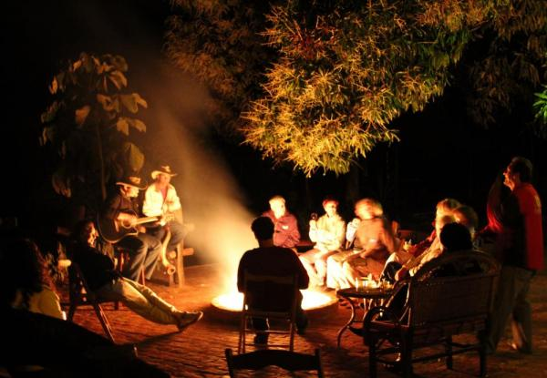 An evening by the campfire at Araras EcoLodge