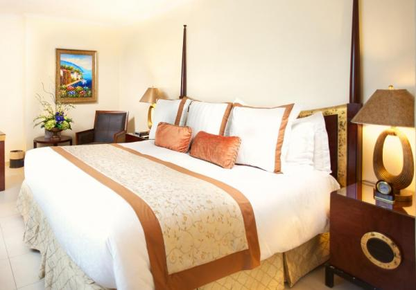 One of Toscana Inn's luxurious King Deluxe Rooms
