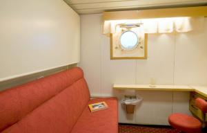 A comfortable cabin aboard the MS Lofoten