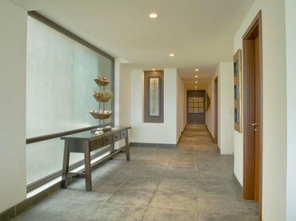 Hallways of the Preserve at Los Altos