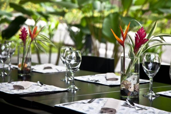 Enjoy fine dining at the Preserve at Los Altos