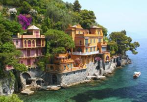 Villlas along the Italian riviera