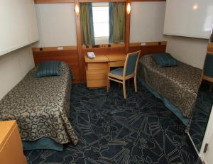 Comfort Twin cabin on board Ocean Endeavour