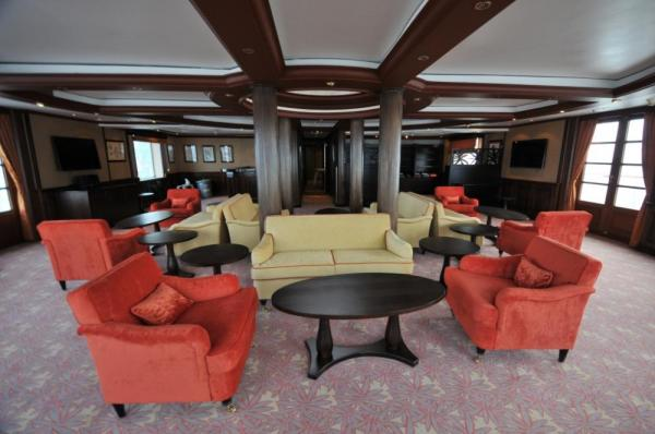 Lounge on the decks of the Caledonian Sky