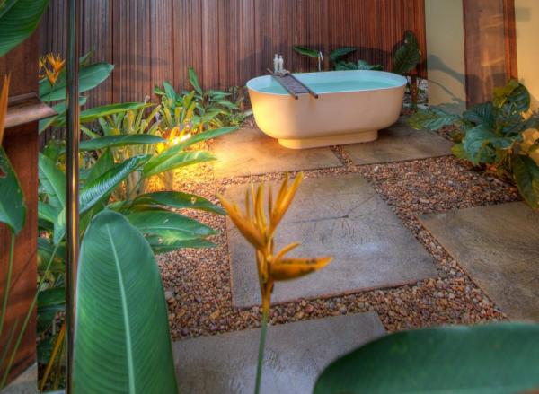 Enjoy a bath in your private garden