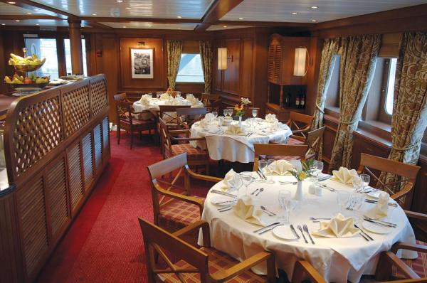 Enjoy delicious meals as you sail on the Arethusa & Artemis