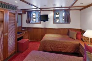 Relax in your cabin as you sail on the Arethusa & Artemis