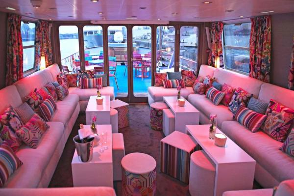 The lounge on the MS Jeanine