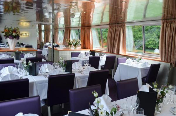 Admire the scenery as you dine on the MS Raymonde
